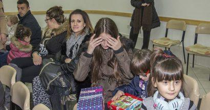 Podjela paketića djeci pred Božić