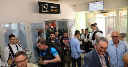 """Članovi HKUD-a """"sv. Ante-Cim"""" dočekali prve putnike Eurowingsa"""