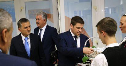 """Članovi HKUD – a """"sv. Ante – Cim"""" Mostar dočekali prve putnike Croatia Airlines – a"""