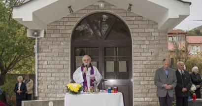 Na Svisvete služene svete mise