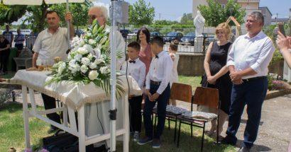 Prva pričest u Miljkovićima uz misu i blagoslov polja na Ivandan